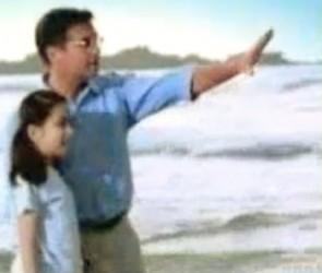 """""""美語是通往世界最近的路"""" (American English, for children, is the royal road to the world): An English educator promises the world (Source: http://clipamazing.com/?w=Z-PR8DzZjt8; 1:14)"""